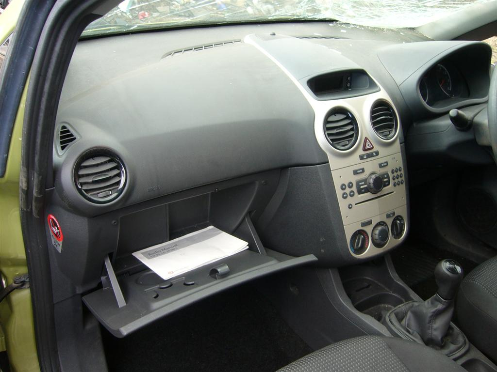 The gallery for opel zafira 2002 interior for Interior opel corsa